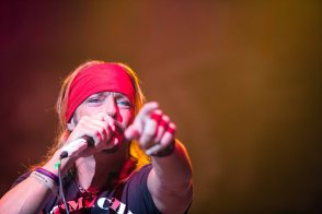 Bret Michaels performs live in concert at the Arizona State Fair on October 17, 2015.